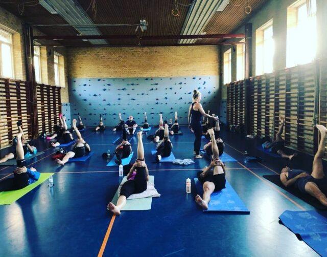 Juni yoga aften for stivbenede løbere